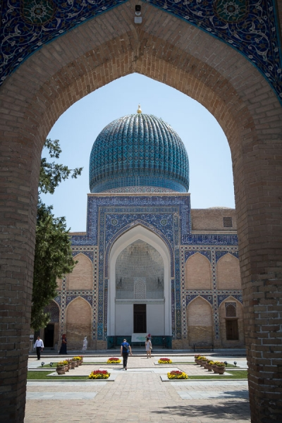 On the silk road through Uzbekistan